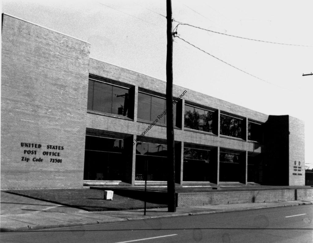 lack and white photograph of the Batesville Post Office and Federal Building